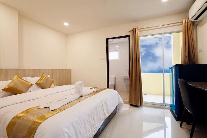 ⭐Hi  Holiday Hostel 21BR Sleeps 70 w/ Pool in City