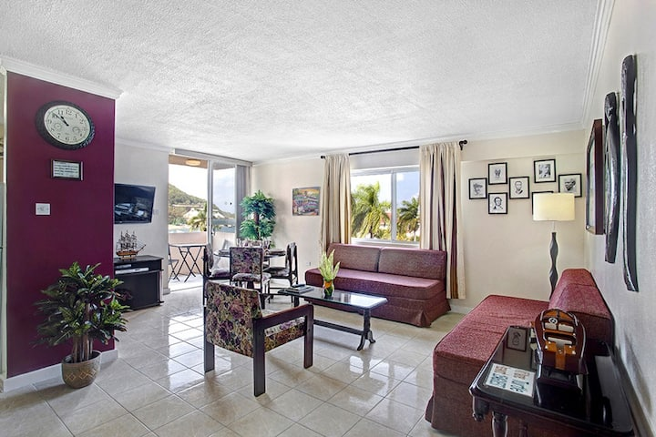 Seaviews, Central location, Balcony, King Bed, 1 Sofabed, 1 Bdrm, (TBT15A)
