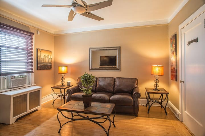 Pelham Train Station 1 Bed 1 Bath -A - 28 Minutes to Grand Central