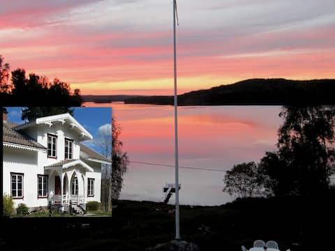 Bön Där Väste- house by the lake