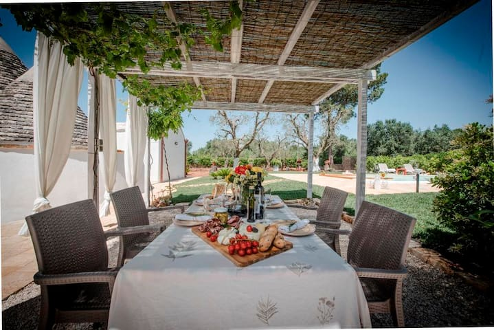 Old walls with modern furnishings - Trullo Chef Marco