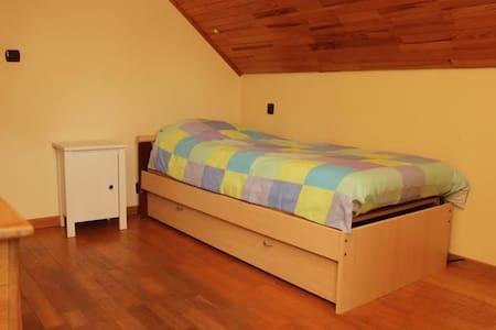 Chambre, endroit calme et verdoyant - Theux - Bed & Breakfast