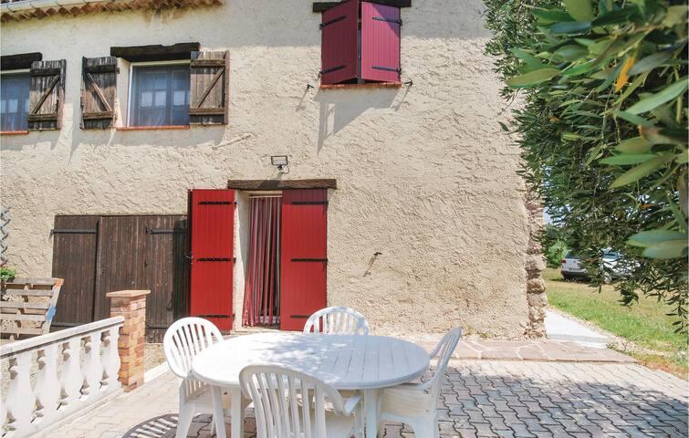 Semi-Detached with 1 bedroom on 45m² in Bagnols en Foret