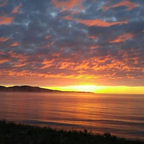 OAK TIMBERFRAME LAKE SUPERIOR SANDY BEACH SKI HOME