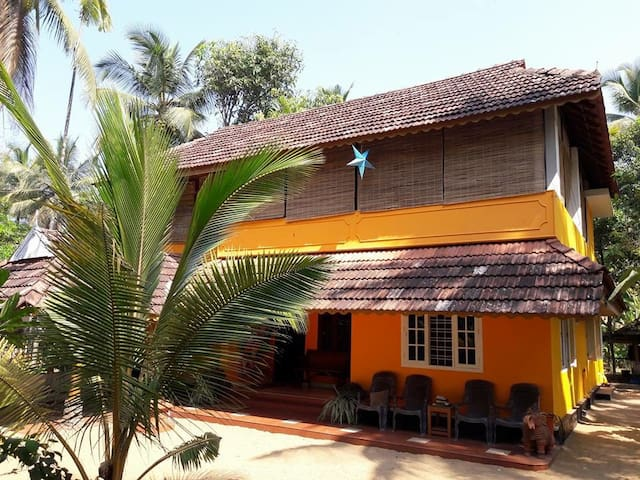 Gayatri Beach House for 8 / top for family holiday