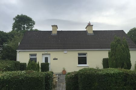 Cosy Country Cottage - Listowel - Bed & Breakfast