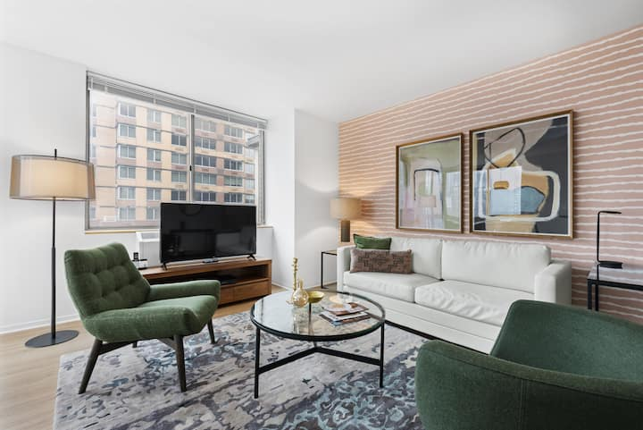 Stylish Two Bedroom in Chelsea, Everything You May Need Nearby