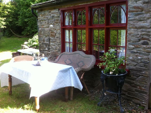 Quirky Llittle Stone House - Llangolman