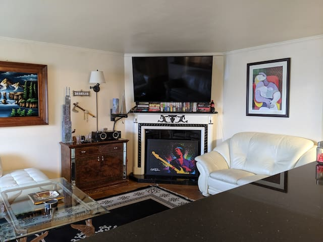 3 Bedroom San Francisco Flat with Parking & Views!