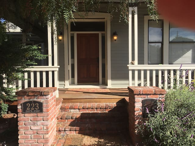 Walking Historic West Petaluma-2bd/2ba