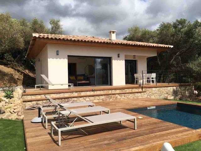 Villa Petru, vue mer,  piscine privée, plage 10mn