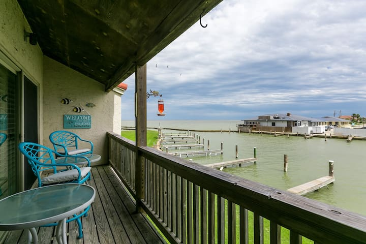 3BR Bayfront Rockport Condo–Pool, Pier, Boat Access, Shopping