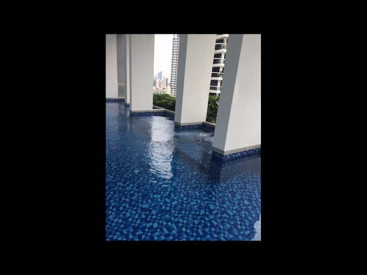 1 BR apt Somerset MRT w facilities