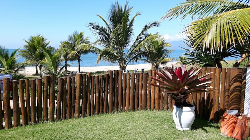 Charmosa casa pé na areia praia do capricórnio