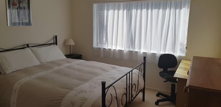 Comfortable Room Queen Bed North Shore Akl