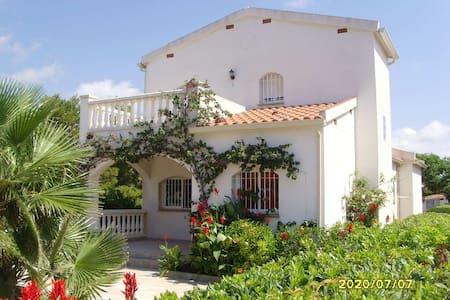 Casa con piscina y Barbacoa para 9 a 11 personas - Hus
