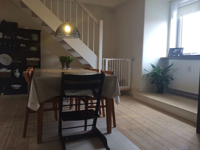 140 m2 apartment - near town center - Aalborg - Apartamento