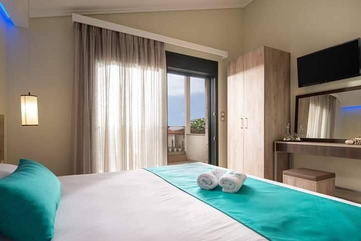 Aelia luxury suites/ Two stock house