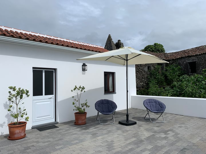 Enchanting Seaview Cottage