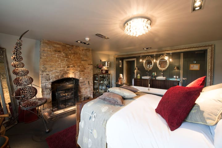 Deluxe Bacchus Suite at The Five Bells