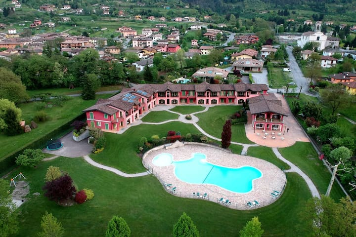 Nice apartment for 4-6 people, surrounded by mountains, directly on the Idro