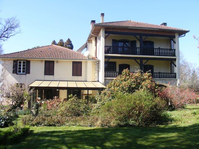 Chambres d'hôtes La Bastide de Villenave.40110. - Villenave - Casa de huéspedes