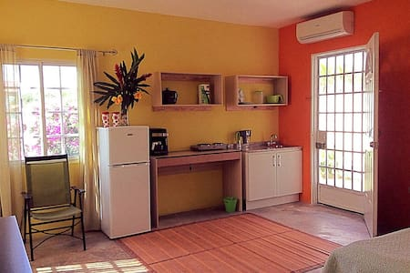 Private studio in breezy, Hilltop house - La Chorrera - Hus