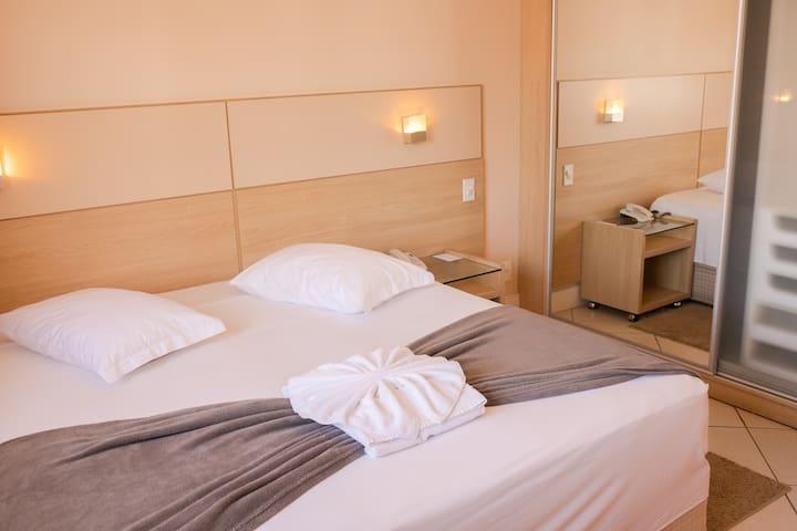 Apartamento amplo c/ ótima localização - 106