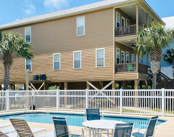 Beach is OPEN-Waterfront w/2 Masters, Pool,Parking