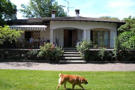 villa con giardino/spiaggia privata - Lesa - Vila