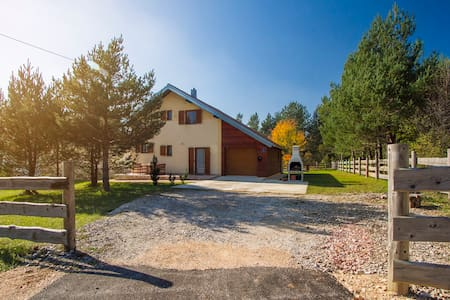 Comfortable Holiday House near Plitvice Lakes - Plitvička Jezera - Hus