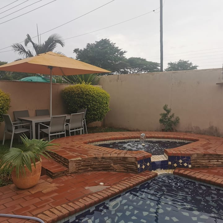 Cozy one bedroom en-suite in a gated community