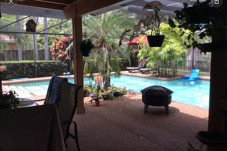 Tropical Paradise Pool Home-B&B-G - Palmetto Bay