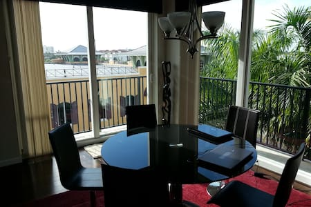 1 Block off Ave 3BR Penthouse Dwntwn Delray hottub - Delray Beach