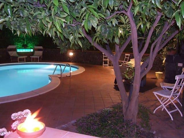 Casa Di Dario in piscina tra Mare e Vulcano Etna - Viagrande - Huis