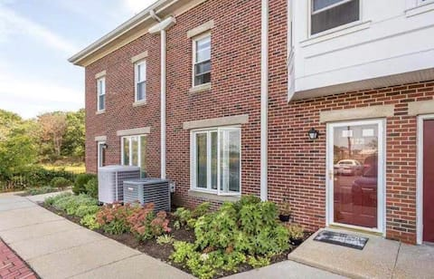 water view townhouse 15 mins to Boston
