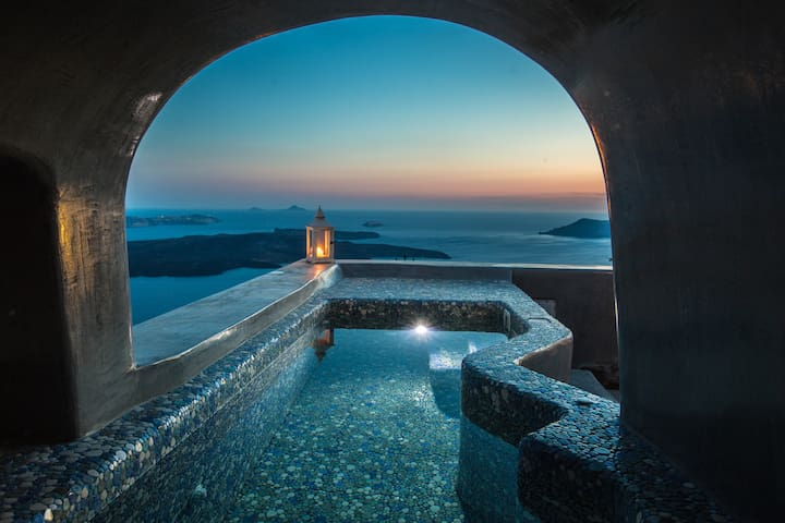 Luxury Cave Villa,Caldera View, Heated Plunge Pool