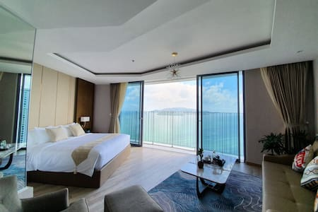 PANORAMA VIP Kingbed & sofabed Balcony Ocean view
