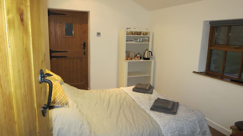 Private En-suite annex, ideal for a quiet getaway