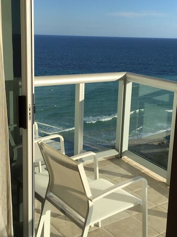 GREAT BEACHFRONT MARENAS 1BED/1BATH IN SUNNY ISLES