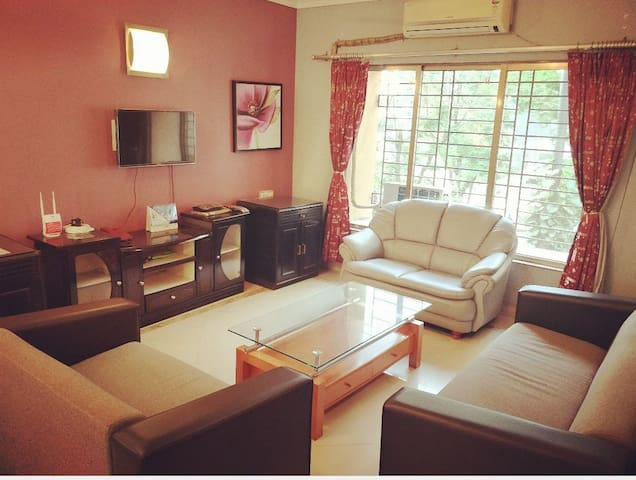 2 bedroom flat fully furnished - BOMBAY EXHIBITION