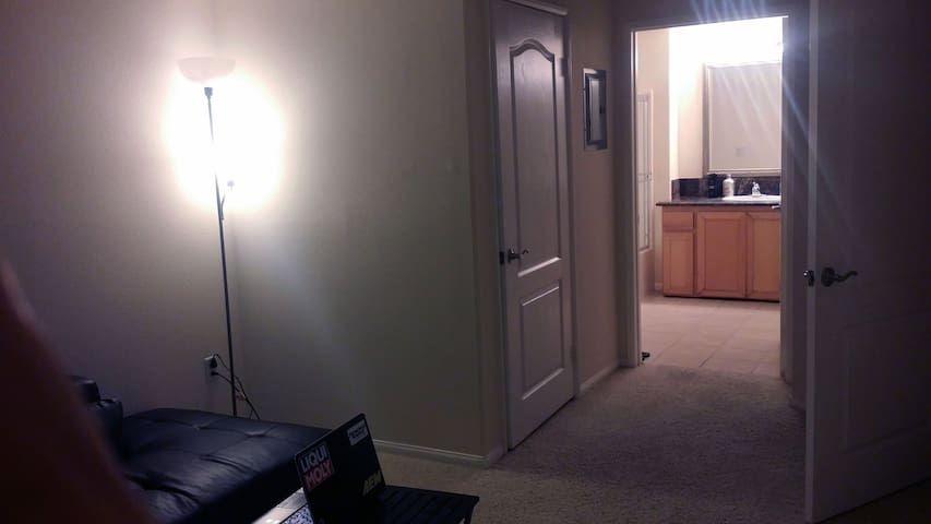 Room w/masterbedroom & walk-in closet for 2 months
