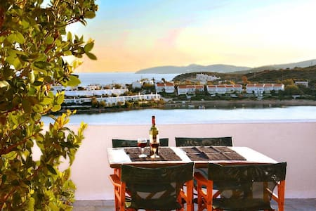 Athens Seaview house, just 30' to Airport - Sounio