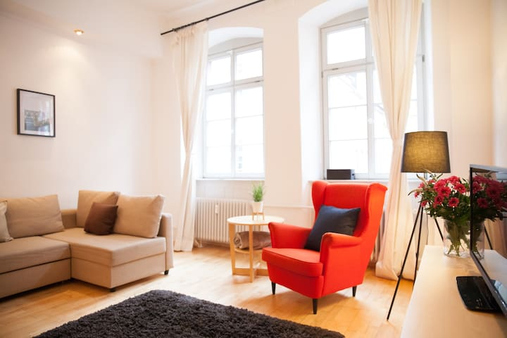 Best Located Comfortable Old Town Apartment