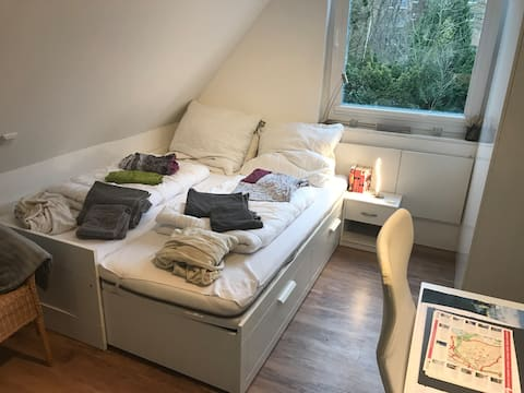 Lake Aasee, small 10 qm room, own entry + bathroom