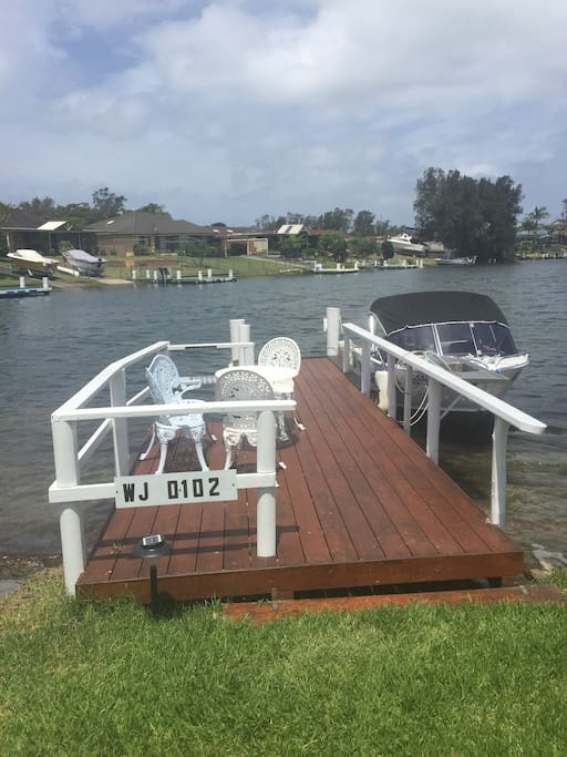 Your own jetty. Fish and swim at the back of the house