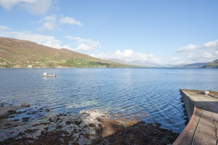 Large loch-side holiday house near Isle of Skye - Stromeferry