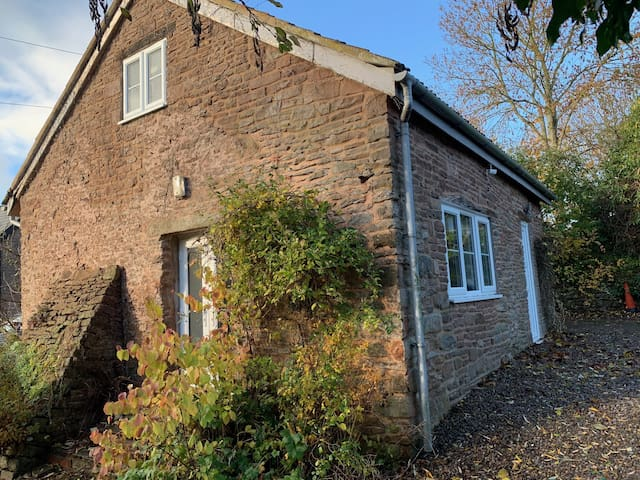 The Smithy - rural 2 bedroom cottage