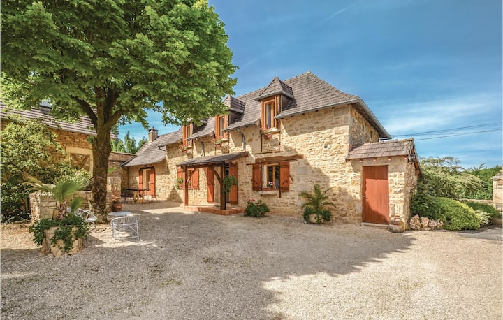 Nice home in Terrasspn-Lavilledieu with Outdoor swimming pool and 3 Bedrooms
