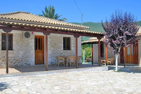 Holiday house in Alykes, Zante - Katastari - บ้าน